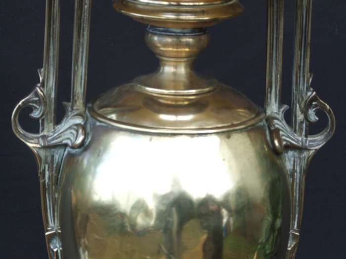 Large Classical Edwardian Urn shaped brass table Lamp